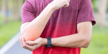 Epicondilite (gomito del tennista): sintomi, cura, rimedi ed esercizi