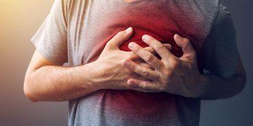 Dolore allo sterno: cos'è, cause, sintomi, quando preoccuparsi e rimedi